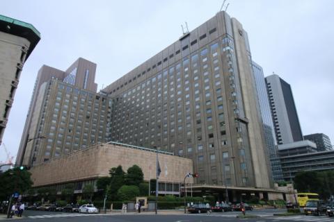 丸山穂高議員、税金で帝国ホテル122泊を公表!国会議員の文通費の用途を問題視
