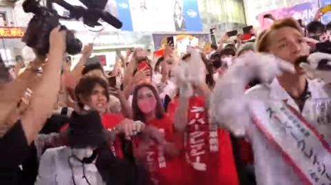 東京都知事選挙2020でスーパークレイジー君 西本誠氏が若者に爆発的人気!